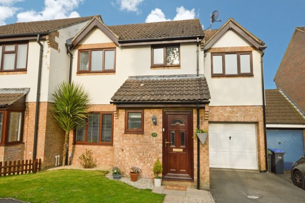 Property for sale in Sheen Close, Salisbury