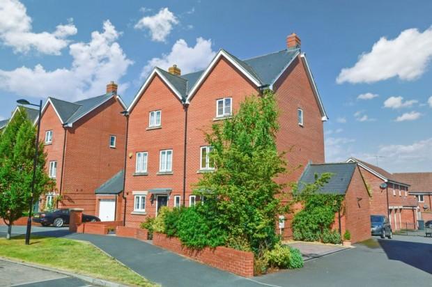 Property for sale in Ramsbury Drive, Salisbury