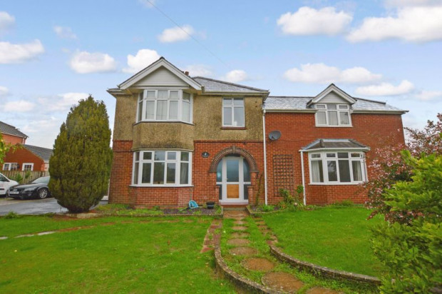 Property for sale in The Ridge, Salisbury