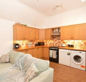 2 Bedroom House for sale in High Street, Downton
