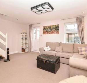 3 Bedroom House for sale in Woodvill Road, Salisbury