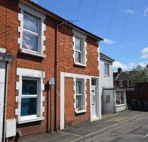 2 Bedroom Flat for sale in Meadow Road, Salisbury