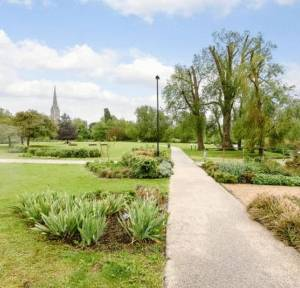 5 Bedroom Flat for sale in Mill Road, Salisbury
