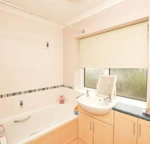 3 Bedroom House to rent in Devizes Road, Salisbury
