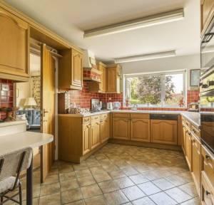 6 Bedroom House for sale in Riverside Close, Salisbury