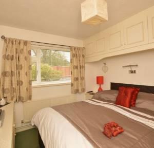 2 Bedroom Bungalow for sale in Bourne View, Salisbury