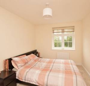 2 Bedroom Flat for sale in Dimmer Drive, Salisbury