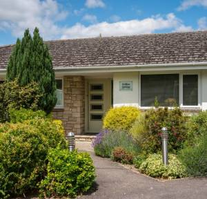 4 Bedroom Bungalow for sale in The Ham, Salisbury