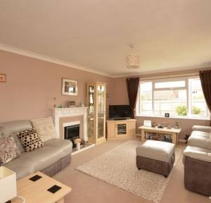 2 Bedroom Bungalow for sale in Tylers Close, Salisbury