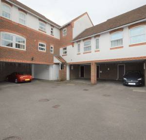 2 Bedroom Flat for sale in Three Cuppes Lane, Salisbury