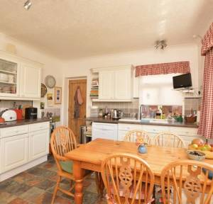 4 Bedroom Bungalow for sale in Waterloo Road, Salisbury