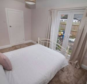 1 Bedroom House to rent in Larkhill Road, Salisbury