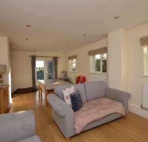 3 Bedroom Bungalow for sale in London Road, Salisbury