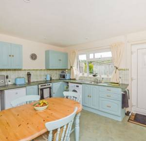 2 Bedroom Bungalow for sale in Tylers Close, Salisbury