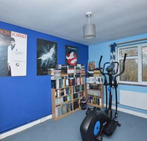 2 Bedroom Flat for sale in The Brambles, Salisbury