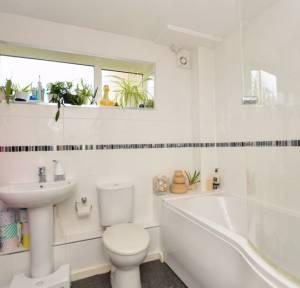 2 Bedroom Flat for sale in Victoria Road, Salisbury