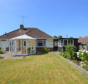 3 Bedroom Bungalow for sale in Earls Court Road, Salisbury