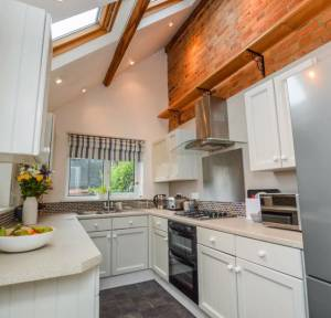 3 Bedroom House for sale in Fowlers Road, Salisbury