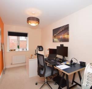2 Bedroom Flat for sale in Crosier Close, Salisbury