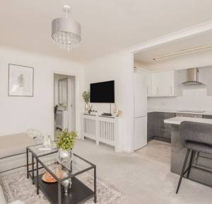 2 Bedroom Flat for sale in St. Edmunds Church Street, Salisbury