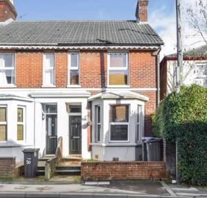 2 Bedroom House for sale in Devizes Road, Salisbury