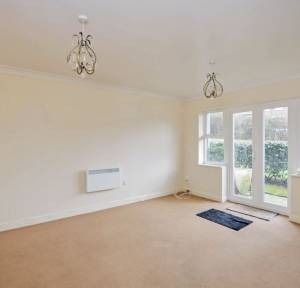2 Bedroom Flat for sale in Jubilee Close, Salisbury