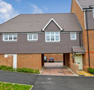 2 Bedroom Flat for sale in Dimmer Drive, Wilton