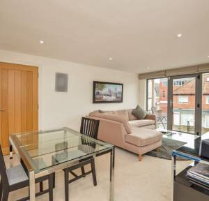 2 Bedroom Flat for sale in Brown Street, Salisbury