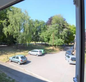 2 Bedroom Flat for sale in The Brambles, Salisbury