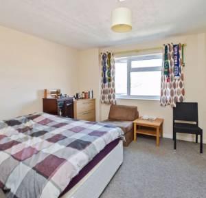 2 Bedroom Flat for sale in Cherry Close, Salisbury