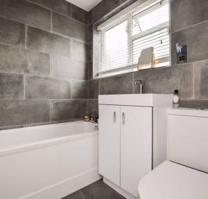 2 Bedroom Bungalow for sale in Catherine Crescent, Salisbury