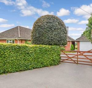 4 Bedroom Bungalow for sale in Hale Road, Fordingbridge