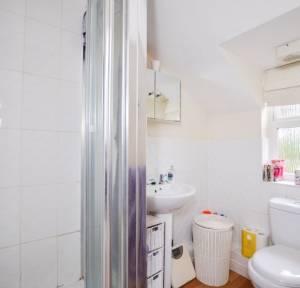 2 Bedroom Flat for sale in Spire View, Salisbury